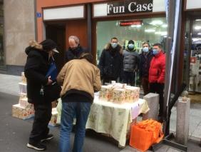 Vente de jus de pommes au marché de Lausanne
